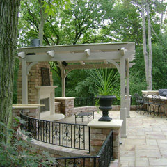 traditional patio by Breckenridge Design, Construction & Maintenance