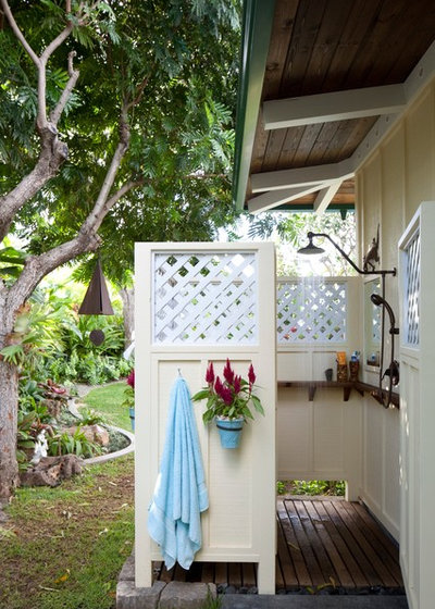 Tropical Patio by Barker Kappelle Construction, LLC