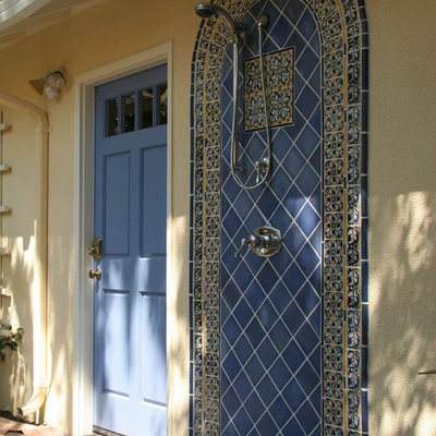Example of a tuscan outdoor patio shower design in San Francisco