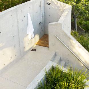 Esempio di un patio o portico moderno
