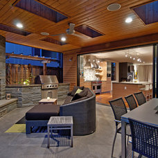 Traditional Patio by seattlehometours.com