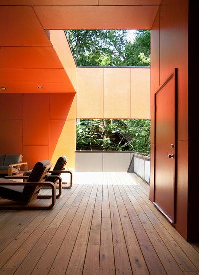 Moderno Patio by Cablik Enterprises