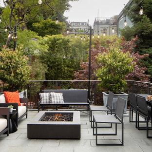 Foto de patio tradicional renovado, grande, sin cubierta, en patio trasero, con brasero y adoquines de piedra natural