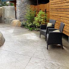 Traditional Patio by Spani Developments Ltd.