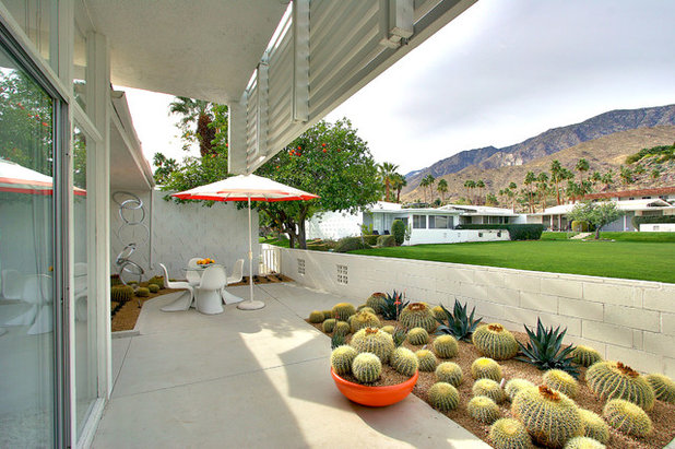 Midcentury Patio by Bella Vita Garden Design