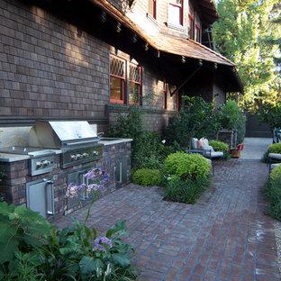 Immagine di un patio o portico american style davanti casa