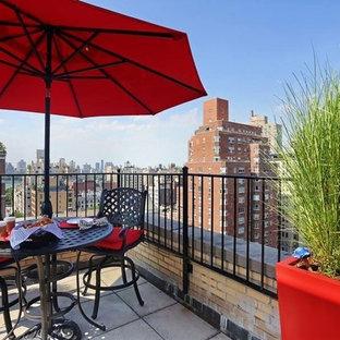 Idee per un grande patio o portico design con un giardino in vaso, pavimentazioni in cemento e nessuna copertura