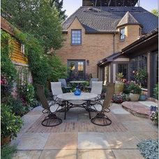 Traditional Patio by R DESIGN  Landscape Architecture  P.C.