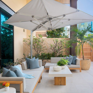 Merveilleux Example Of A Trendy Patio Design In Hawaii With A Roof Extension