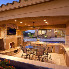 Traditional Patio by Palo Verde Outdoor Environments
