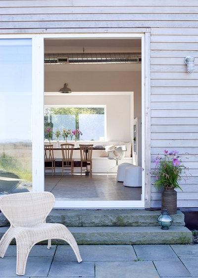 Farmhouse Patio by ZeroEnergy Design