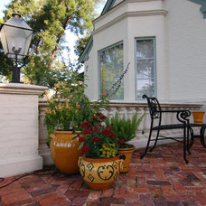 Traditional Patio by Dix.Hite + Partners