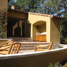 Mediterranean Patio by Arterra LLP Landscape Architects