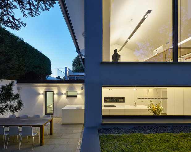 Modern Patio by Benjamin von Pidoll I Architektur