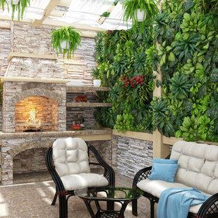 Ispirazione per un patio o portico tropicale di medie dimensioni e in cortile con graniglia di granito e una pergola