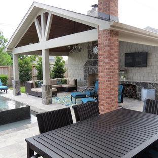 Idee per un grande patio o portico minimal dietro casa con cemento stampato e un gazebo o capanno