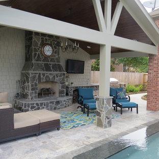Idee per un grande patio o portico contemporaneo dietro casa con cemento stampato e un gazebo o capanno