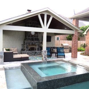 Foto di un grande patio o portico minimal dietro casa con cemento stampato e un gazebo o capanno