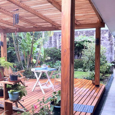 Tropical Patio by Dominguez & Solis Arquitectos