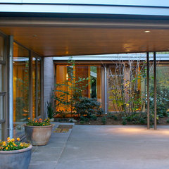 contemporary patio by Jeff Luth - Soldano Luth Architects