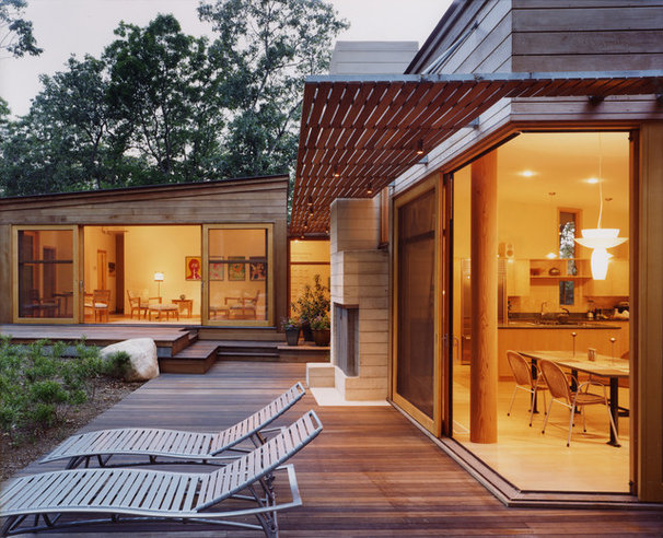Contemporary Patio by Maryann Thompson Architects