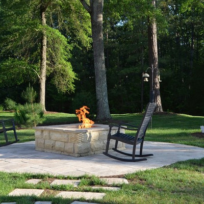 Inspiration for a timeless patio remodel in Richmond with a fire pit