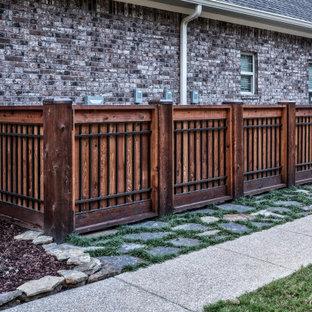 Esempio di un patio o portico american style di medie dimensioni e dietro casa con cemento stampato e una pergola