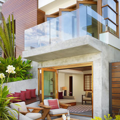tropical patio by Rockefeller Partners Architects