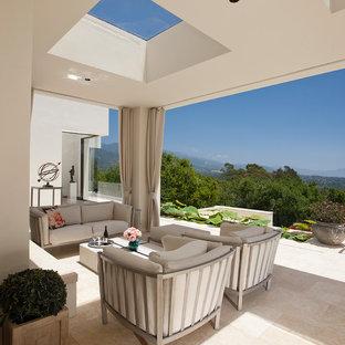 Foto de patio mediterráneo, grande, en patio trasero y anexo de casas, con jardín de macetas