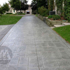 Traditional Patio by Yardmasters Landscapes