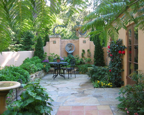Small courtyard houzz for Paved courtyard garden ideas