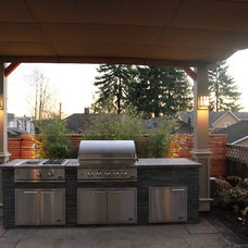 Craftsman Patio by The Great Canadian Landscaping Company Ltd.