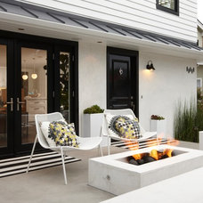 Transitional Patio by Eric Aust Architect
