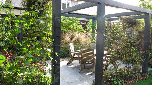 Современный Дворик by Fenton Roberts Garden Design