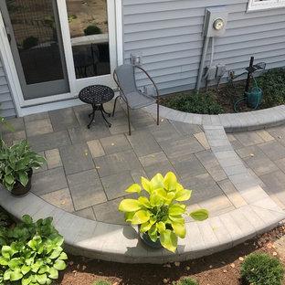 Idee per un ampio patio o portico bohémian dietro casa con pavimentazioni in mattoni e una pergola