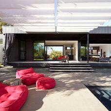 Modern Patio by Western Window Systems