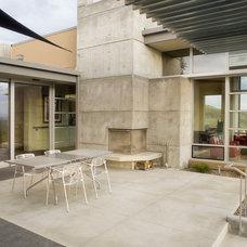 Modern Patio by Glancey Rockwell & Associates