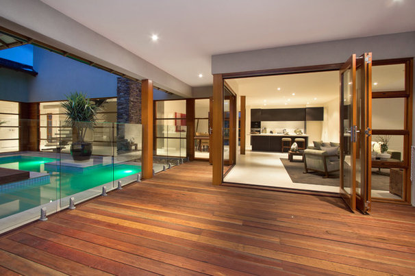 Tropical Patio by Melbourne Contemporary Kitchens
