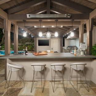 Immagine di un patio o portico minimal di medie dimensioni e nel cortile laterale con pavimentazioni in pietra naturale e un gazebo o capanno