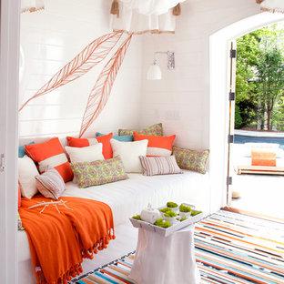 Ispirazione per un piccolo patio o portico eclettico con un gazebo o capanno