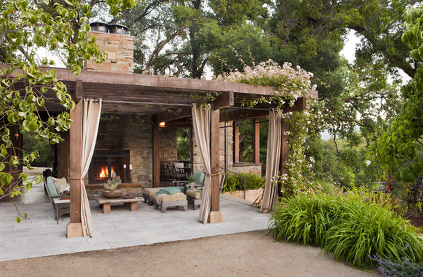 Rustic Patio by Arterra Landscape Architects