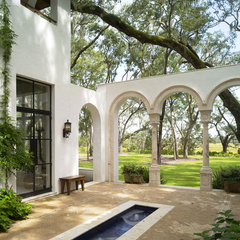 mediterranean patio by Summerour Architects