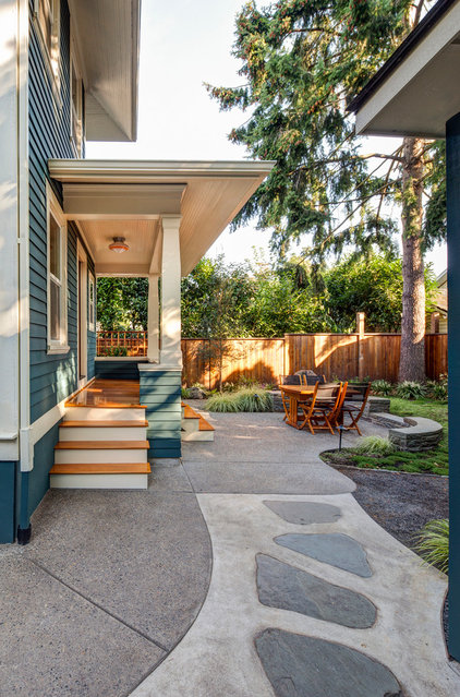 Craftsman Patio by Buckenmeyer Architecture