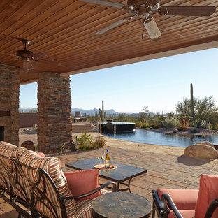 Idée de décoration pour une terrasse sud-ouest américain avec une extension de toiture.