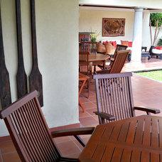 Traditional Patio by Gerardo Cors Arquitectos