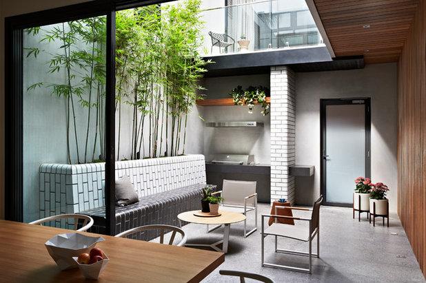 Contemporary Courtyard by Nathan Burkett Design