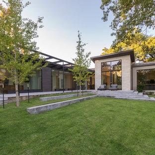 Idee per un patio o portico contemporaneo di medie dimensioni e dietro casa con lastre di cemento