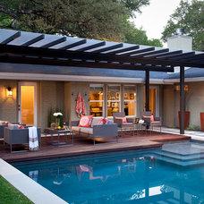 Modern Patio by austin outdoor design