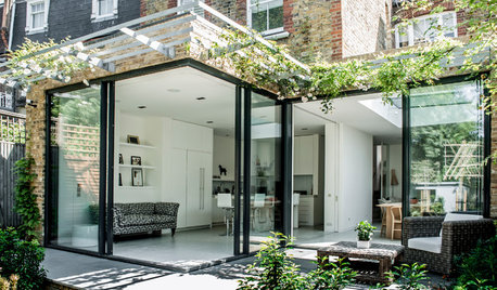 15 Gorgeous Extensions With a Light-filled Glass Corner