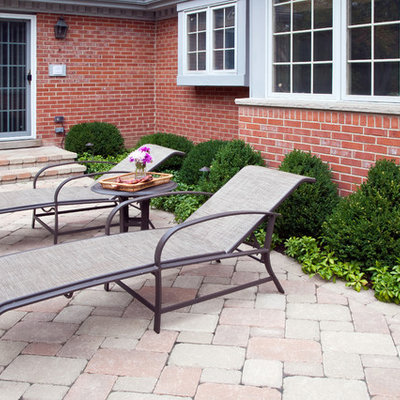 Inspiration for a mid-sized timeless backyard concrete paver patio remodel in Chicago with no cover
